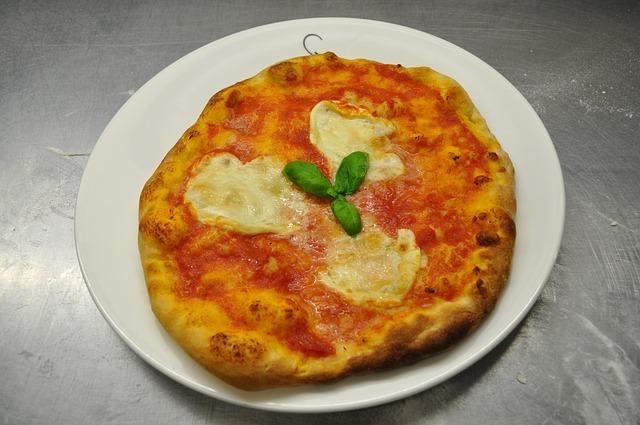 pizza-328668_640