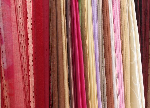 fabrics-89085_640