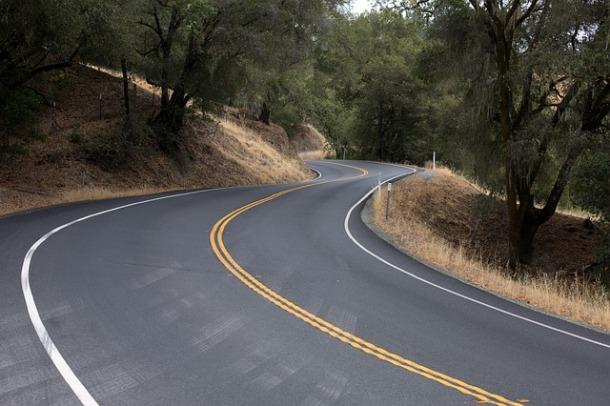 winding-road-553481_640